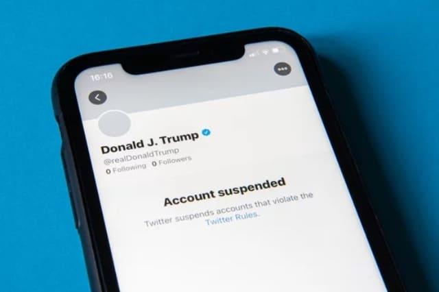Suspenden cuenta de Trump de Facebook