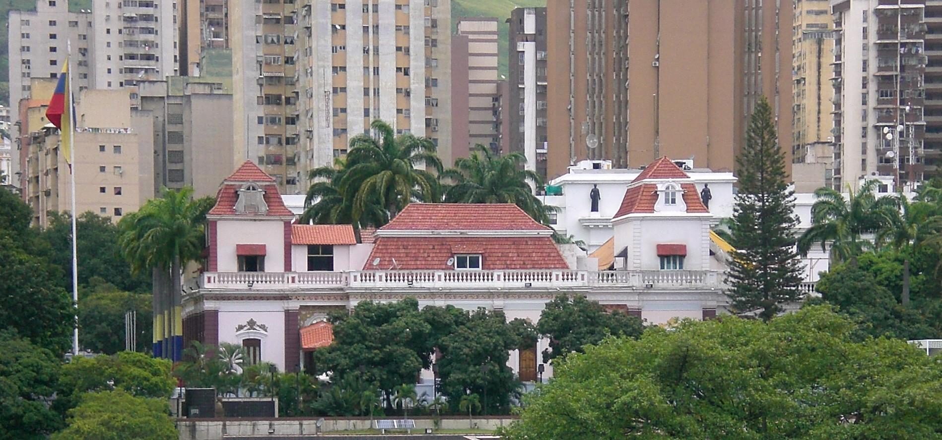 Resultado de imagen para fachada del palacio de miraflores