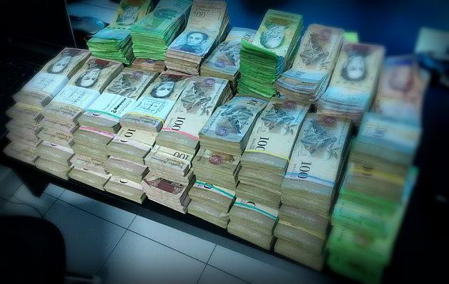 Sin papel moneda Venezuela importa toneladas de billetes