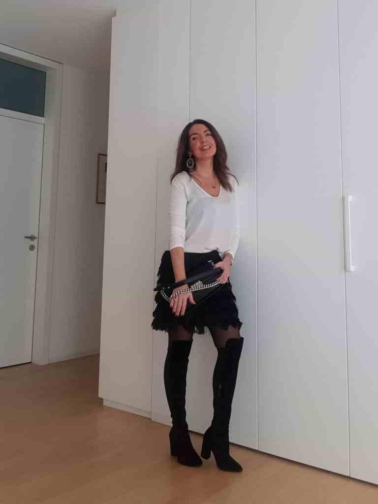 Abend-Outfits: neuer schwarzer Fransen-Rock