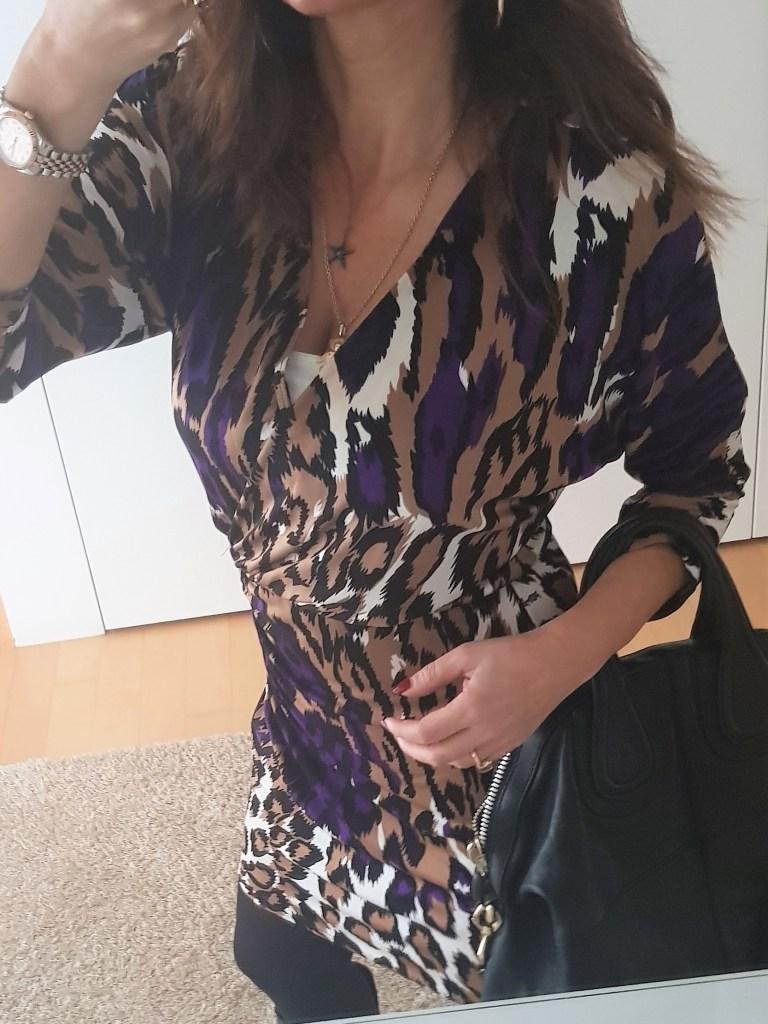Frühjahrsoutfit: ein Kleid im Leopardenmuster