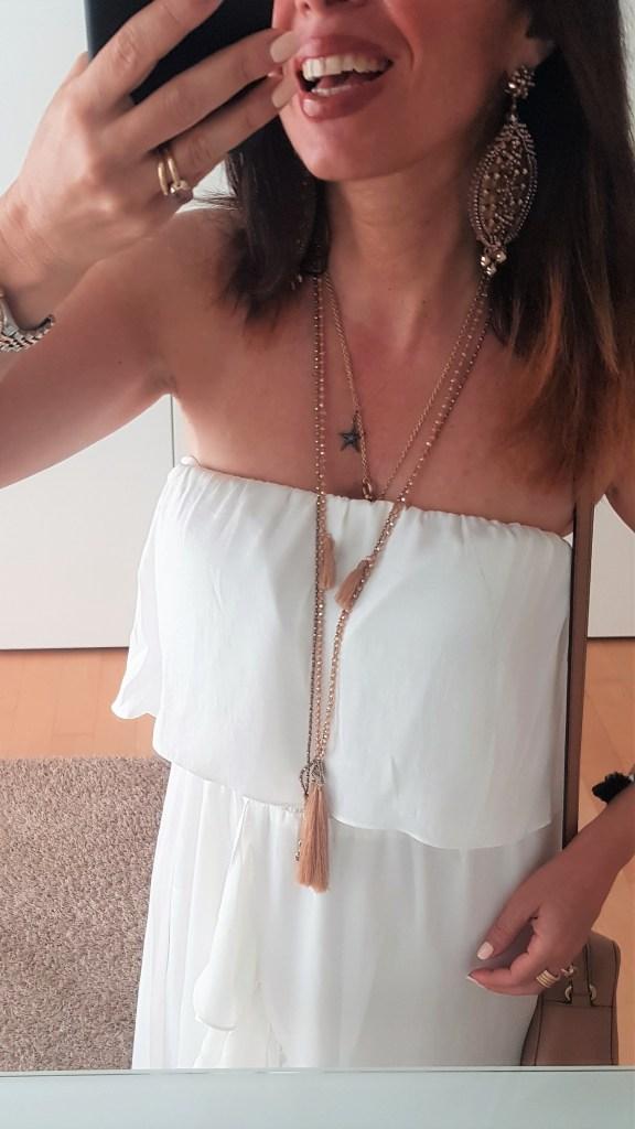 Vestito bianco a scollo dritto