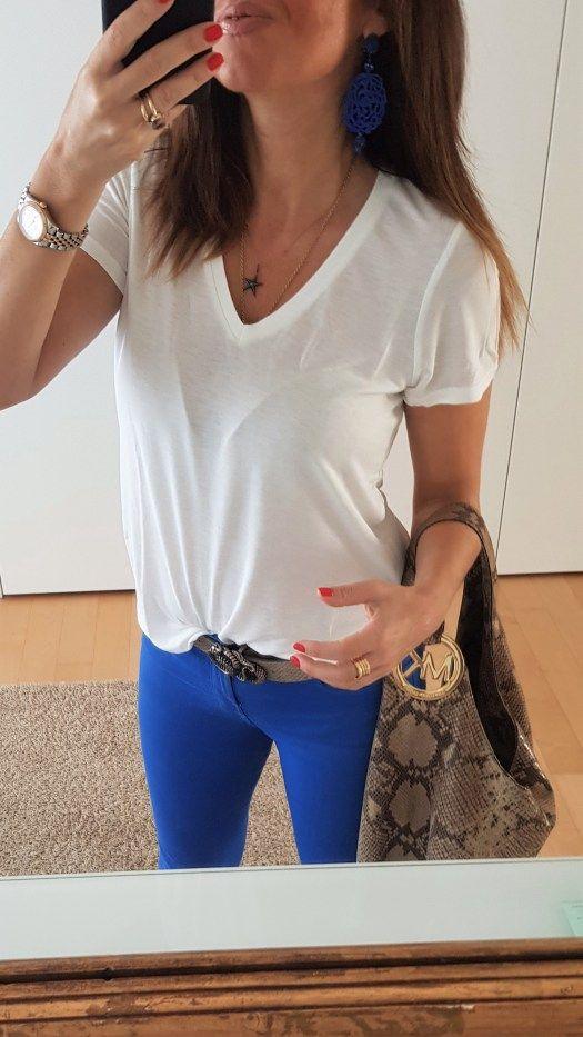 Outfit t-shirt bianca e borsa Michael Kors