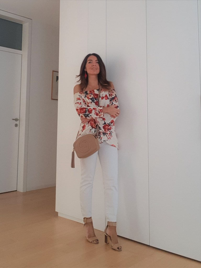 Floral Blouse and Skinny Jeans for a Summer Outfit