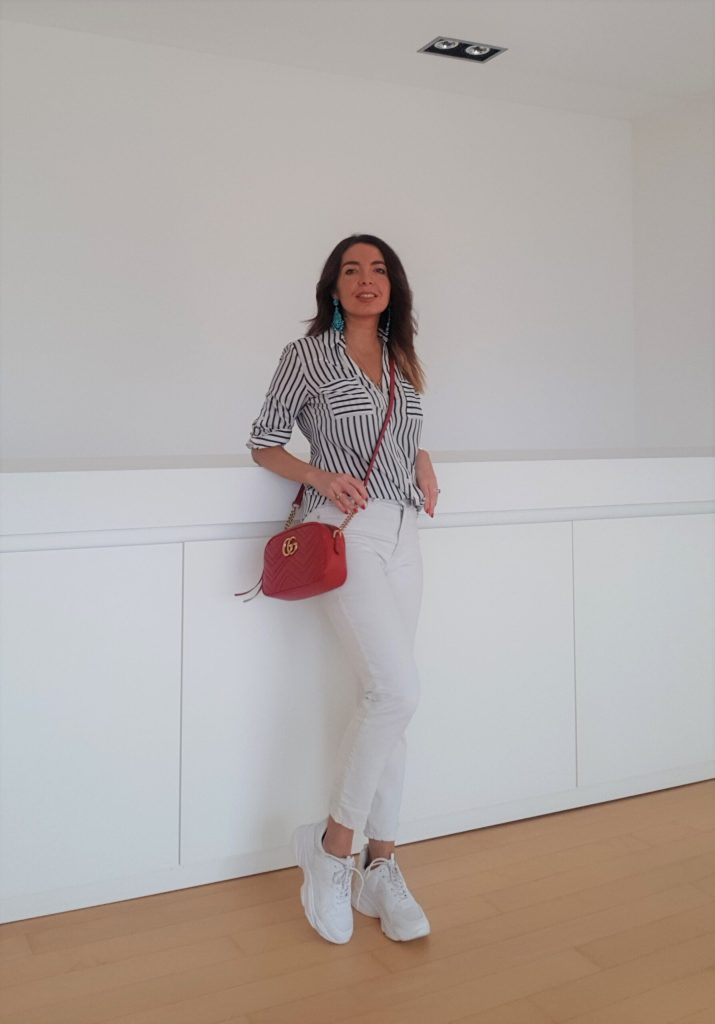 Look da casa con jeans bianchi