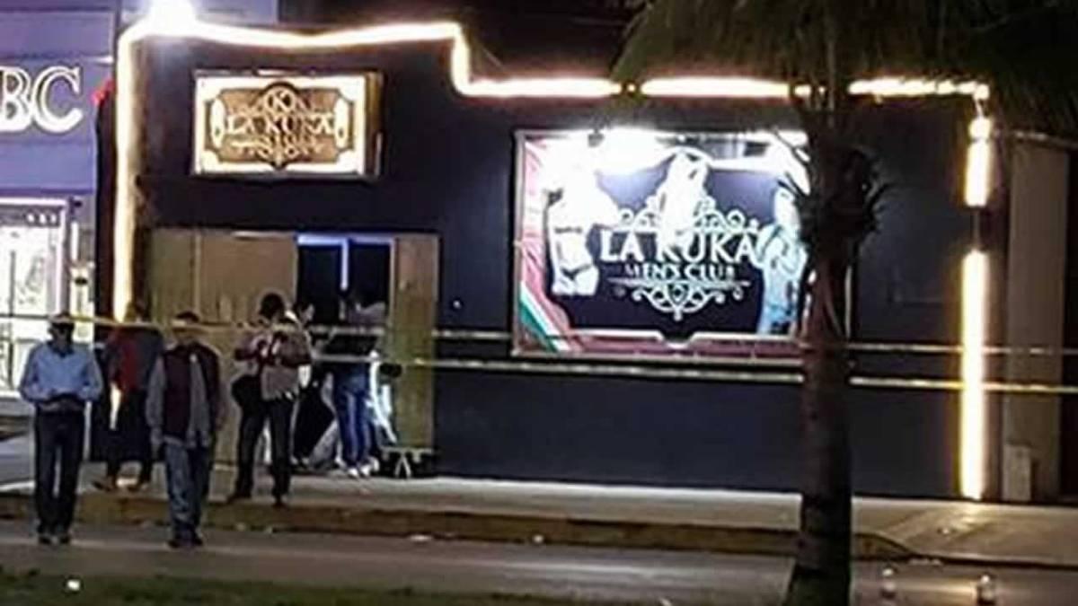 Nueva masacre en Cancún deja 5 muertos y 12 heridos al interior de un bar.