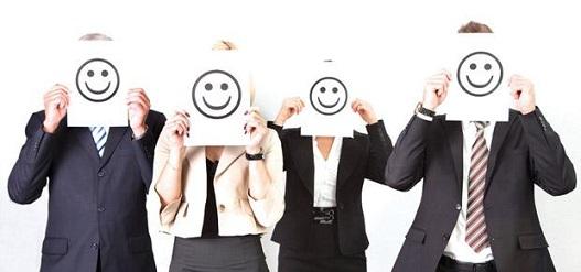 Le sourire au travail est une arme à double tranchant
