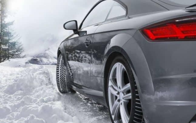Esti femeie si esti pasionata de sofat? Iata ce imbunatatiri trebuie sa faci masinii tale in  sezonul rece pentru a evita accidentele!