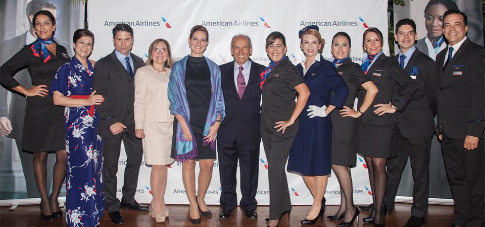 American Airlines presenta su nueva línea de uniformes con exclusivos accesorios Cole Haan