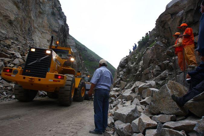 Tránsito restringido en vías de Lima, Huánuco y Lambayeque debido a derrumbes