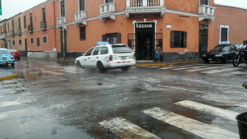 La Libertad: Intensa lluvia provoca inundaciones y causa alarma en Trujillo y Huanchaco