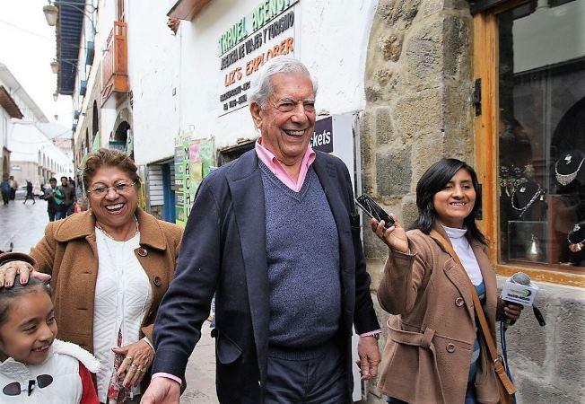 Mario Vargas Llosa recorre por décima vez el Cusco acompañado de Isabel Preysler