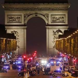 París: Dos muertos y dos heridos tras ataque a la policía en los Campos Elíseos