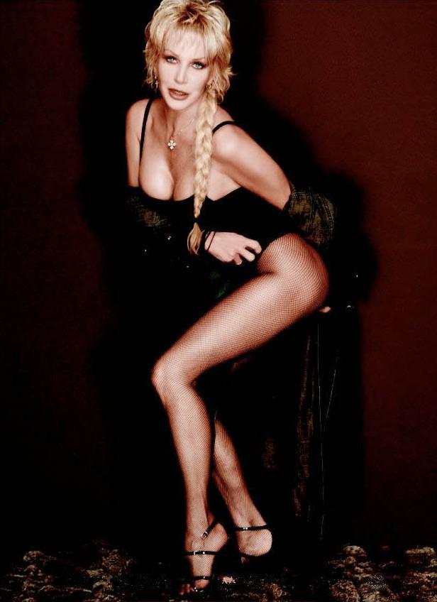 Gallery fotografica di cantanti italiane in pose sexy  Notizieit