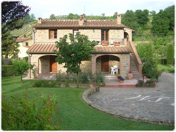 Una casa in Toscana nel verde smeraldo con paesaggi mozzafiato  Notizieit