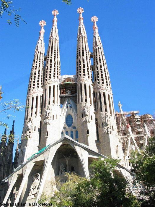 Sagradafamiliabarcellona  Barcellona colorata giovane e frizzante  Notizieit