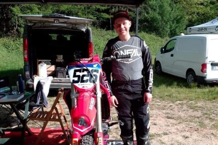 Si schianta con la moto da cross contro il trattore del papà: Martina Lilla morta a 16 anni
