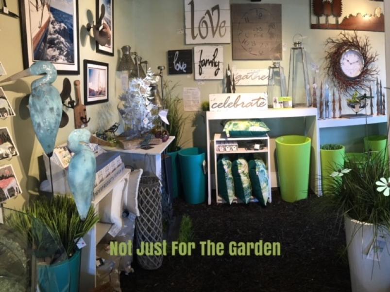 Decorative garden accents | bird sculpture custom planter