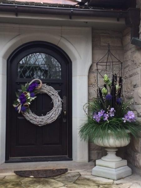 exterior styling | custom planter, door wreath, hanging planter