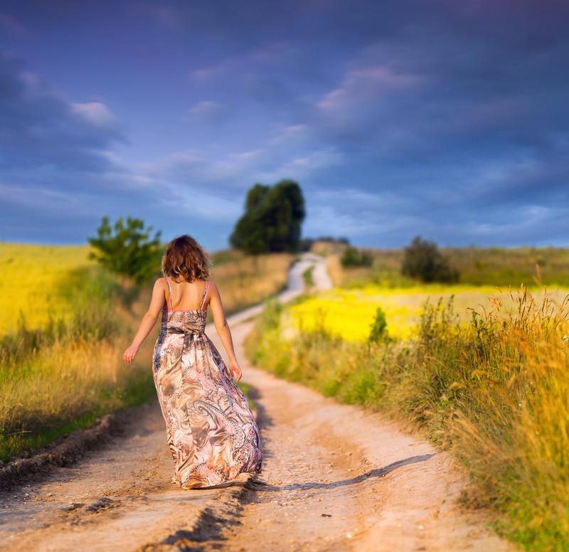 Resultado de imagen para mujer en el camino