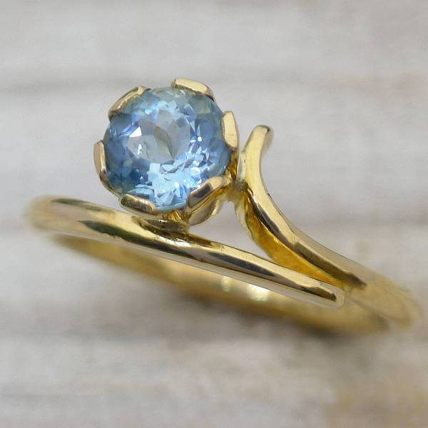 Aquamarine Ring In Ethical 18ct Yellow Gold Lilia Nash