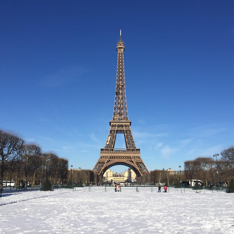 Eiffelturm im Schnee