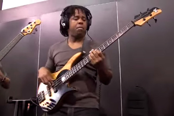 Victor Wooten & Steve Bailey: Mercy Mercy Mercy live at NAMM 2009