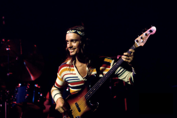 "Robert Trujillo Helps Pastorius Family Reclaim Jaco's ""Bass of Doom"""