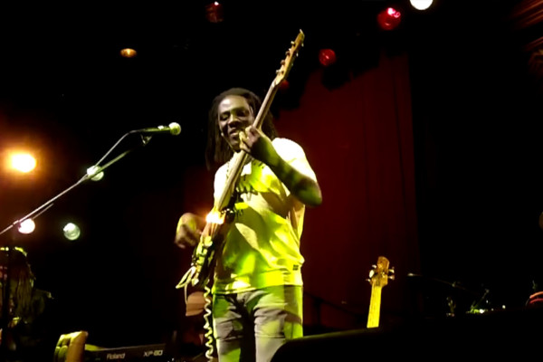 "Richard Bona: ""Teen Town"", Live"