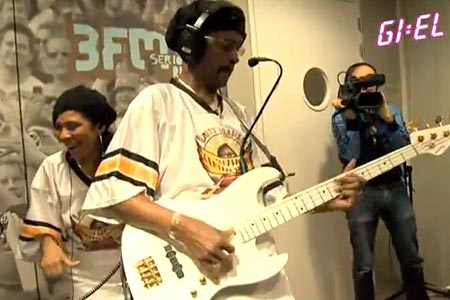 "Larry Graham and Graham Central Station Play Maroon 5's ""Moves Like Jagger"""