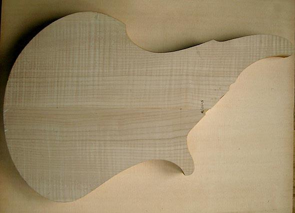 ML Basses Volcan Bass - light maple body