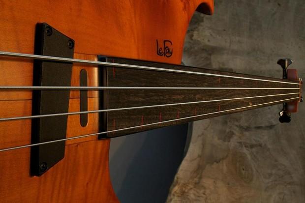 Le Fay 32? Fretless Singer 4 Bass closeup