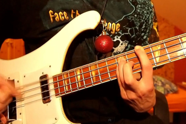"Bas Shiver: ""Let It Snow"" Solo Bass Performance and Lesson"