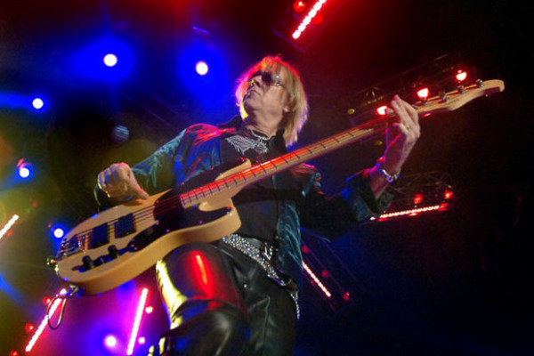Tom Hamilton Breaks From Aerosmith Tour Due to Illness