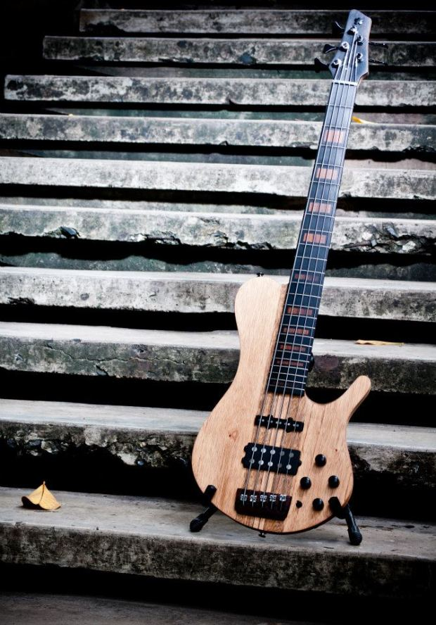 Bajos Colmenares #22 Bass