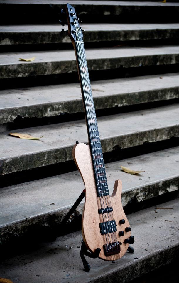 Bajos Colmenares #22 Bass - side view