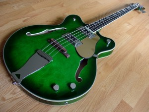 Eastwood Limited Edition Classic 4 Greenburst Bass - perspective