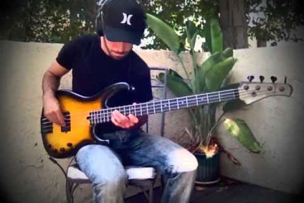 "Miki Santamaria: Fingerstyle Bass Solo Over ""Old Love"""