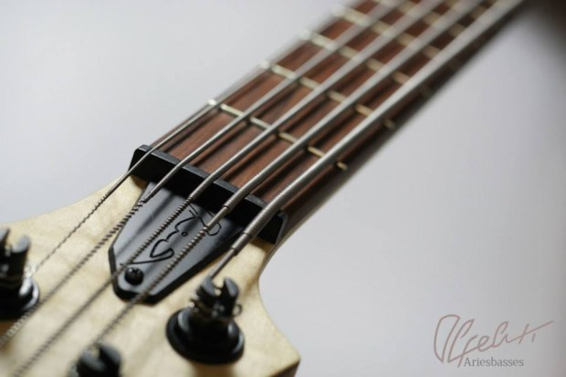 Aries Basses Alpeluti Bass - nut