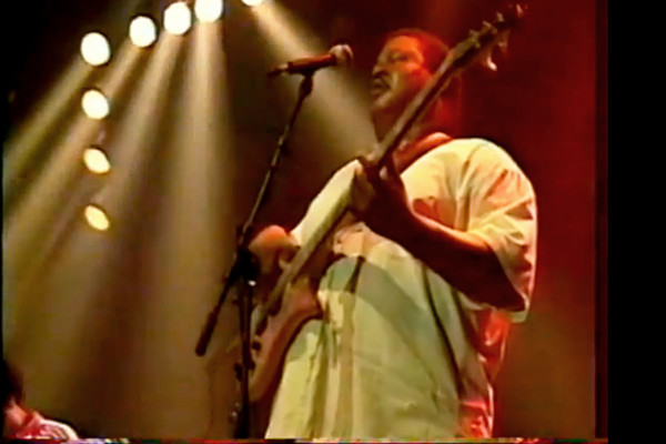 """Ben Harper with Juan Nelson: """"Fight for Your Mind"""" (Live)"""