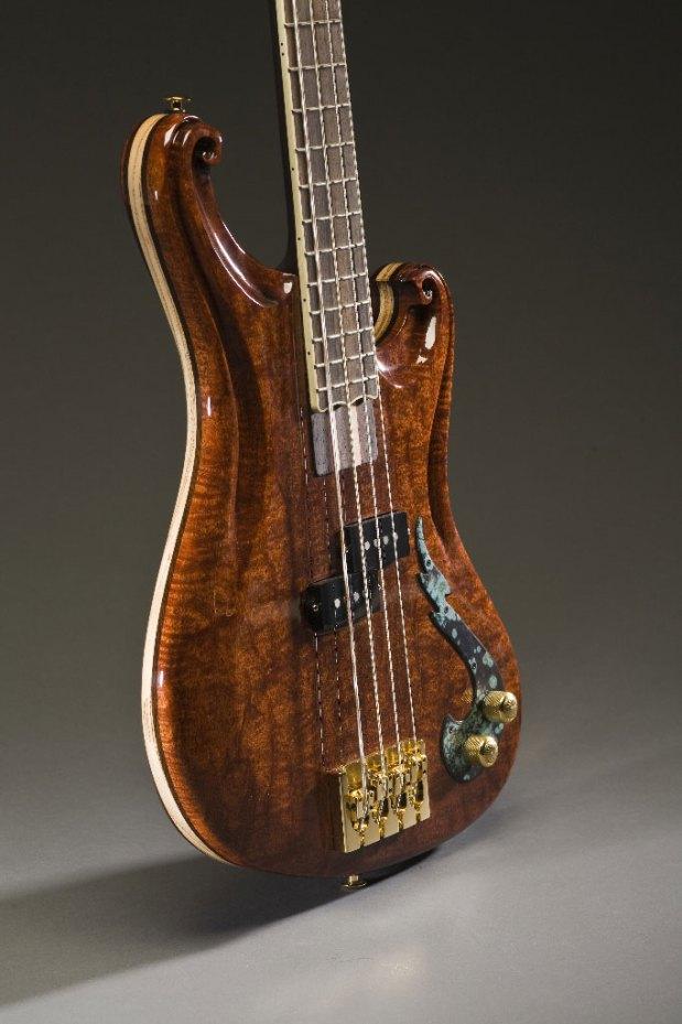 Scott Walker California Bass - P-Bass body angle