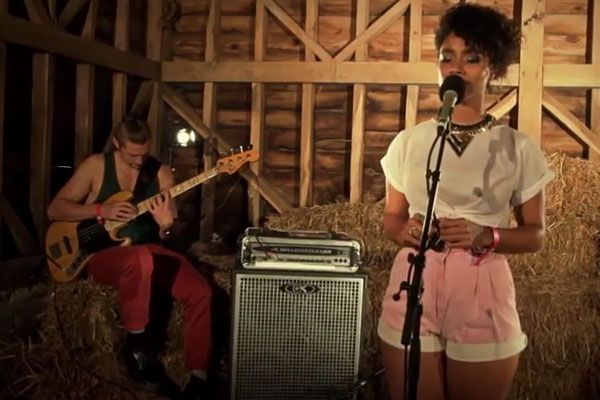 "Lianne La Havas: Bass/Voice Duet of Little Dragon's ""Twice"""
