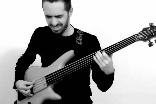 Bruno Tauzin: Palm Muted Fretless Bass Groove