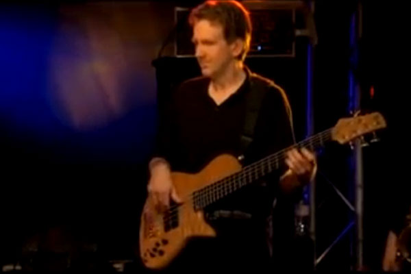 """Mike Stern Band: """"Chromazone"""" Live with Tom Kennedy"""