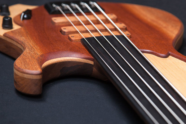 "Bass of the Week: Oliver Lang Instruments Limes ""Erik"""