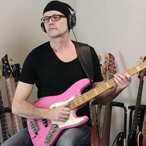Lesson: Funky Slap Bass with Cross-String Hammer-Ons