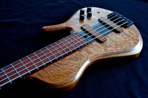 Ella Basses Introduces Isaac Singlecut Bass