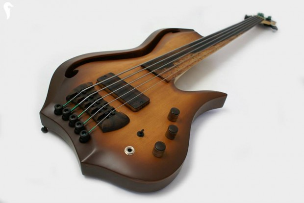 Aries Aman II Bass - perspective view