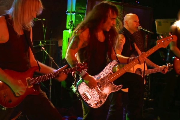 Steve Harris and British Lion: Eyes of the Young, Live