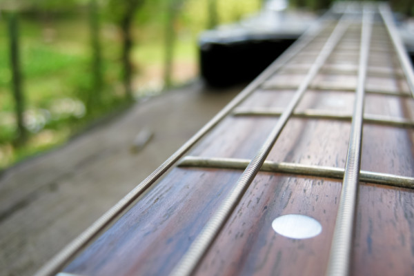 Dealing with Dead Spots on the Fretboard